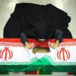 عنایت شهید به خواهرش قبل از خاکسپاری شهید